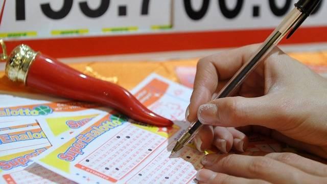 Lottoscheine des Superenalottos (Archiv)