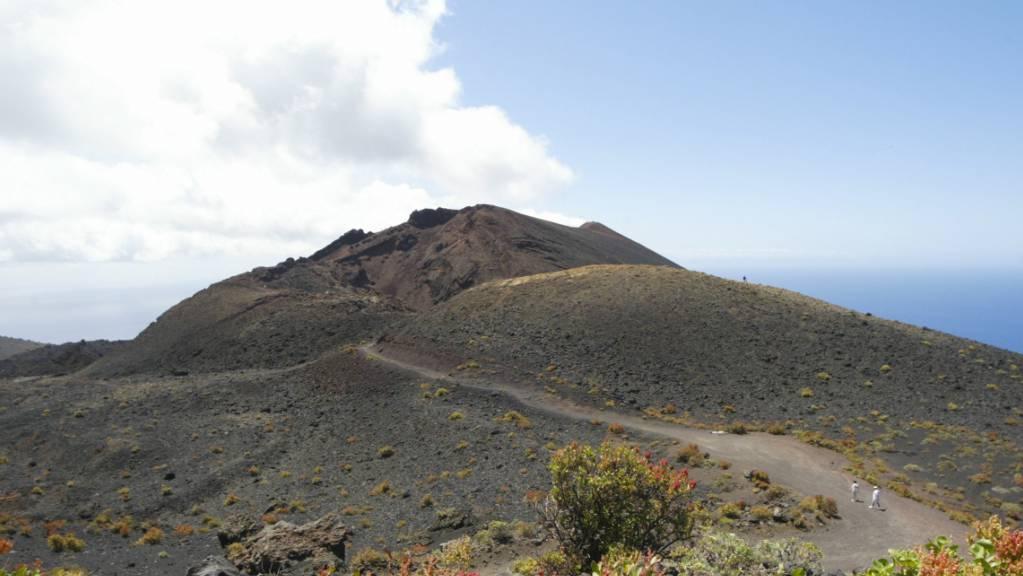 Gesamtansicht eines der Vulkane von Cumbre Vieja, einem Gebiet im Süden der Insel La Palma, das von einem möglichen Vulkanausbruch betroffen sein könnte. Foto: Europa Press/EUROPA PRESS/dpa
