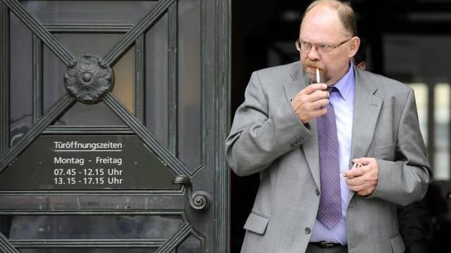 Daniel Gloor verlässt das Zürcher Bezirksgericht.