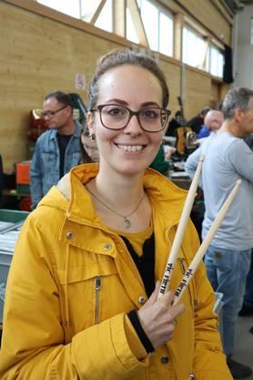 Heidi Wöhrle, 34, Olten: «Vielleicht finde ich noch ein paar Perkussions-Schnäppchen, wer weiss, ich lasse mich überraschen», lacht Heidi Wöhrle. Die Schlagzeugerin der Oberaargauer Band «Rocky Bones», einer Country-Blues-Rock-Coverband, hat bereits Schlagzeugfelle erstanden und eben ein Paar neue Schlagzeugstöcke.