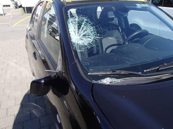 Ein 11-jähriges Mädchen ist am Montag um 15.45 Uhr in Wildegg beim Überqueren der Strasse von einem Auto erfasst und mittelschwer verletzt worden.