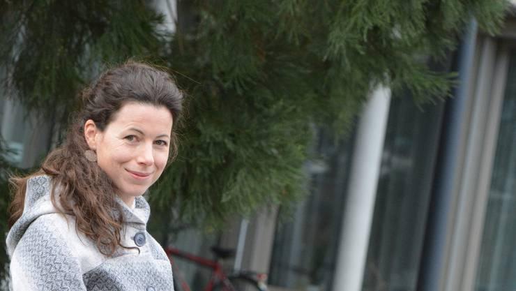Miriam Dietschi vor ihrem Arbeitsort, dem Seniorenzentrum Zofingen. Bild: kpe