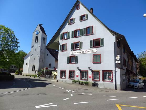 Frenkendorf mit seiner Kirche, dann auch das Restaurant Central