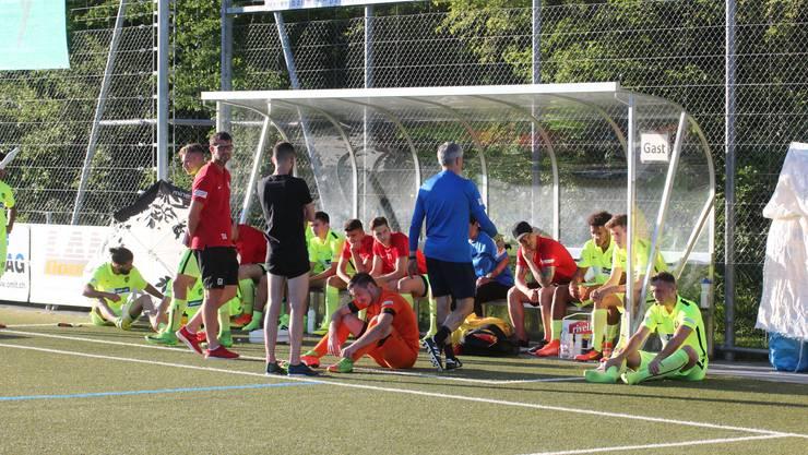 Die Spieler und der Staff des FC Dietikon sind nach der Niederlage sehr enttäuscht.