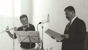 Schriftsteller Günter Grass und der Flötist Aurèle Nicolet 1966 bei einem gemeinsamen Auftritt in der Alten Kirche Boswil. ho