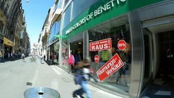 Das Modegeschäft Benetton startet den Räumungsverkauf. Bis Ende Juni ist der Laden leer und die Basler Benetton-Filiale Geschichte.