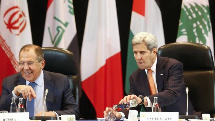 Der russische Aussenminister Lawrow (Links) und sein US-Amtskollege Kerry beraten in München über die Lage in Syrien.