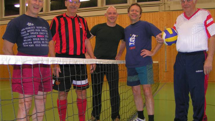 Seit 50 Jahren mit dabei sind Walter Lüssi (links), Frédéric Briner (2. von links) und Rolf Henrich (rechts); in der Mitte, später dazugestossen, Philipp Pfister und Peter Greif. NN