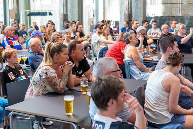 FC Aarau Public Viewing in der Aeschbachhalle 6