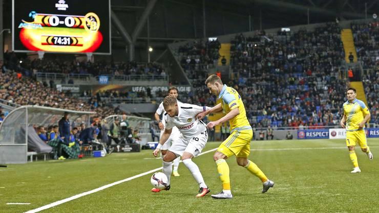 Der FC Astana (gelbe Trikots) wird sich gegen Baden auf das zweite Duell mit den Berner Young Boys vorbereiten. Das Foto stammt vom Hinspiel in Kasachstan. KEYstone
