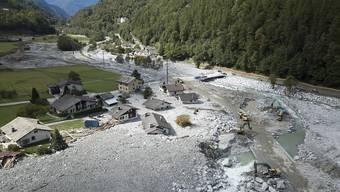 In Bondo wurde die rote Gefahrenzone vergrössert. Ein paar Gebäude müssen aus Sicherheitsgründen abgerissen werden. (Archivbild)