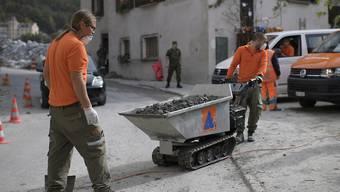 Die Sicherheitsdienstpflicht soll Bestandeslücken füllen: Zivilschützer, hier im Einsatz nach den Murgängen in Bondo. (Archiv)
