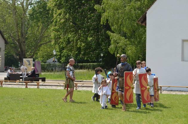 Unter dem Titel «Heerlager – Vindonissa am Vorabend der Schlacht!» präsentierten rund 120 Darstellerinnen und Darsteller die Schlachtvorbereitung auf dem Legionärspfad