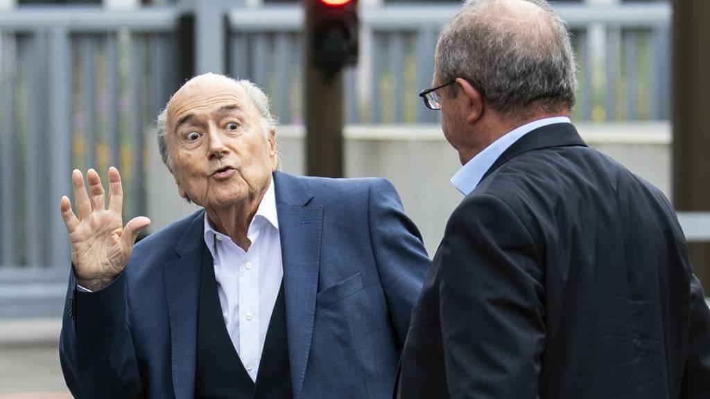 Ex-Fifa-Präsident Sepp Blatter musste am Dienstag vor der Bundesanwaltschaft in Bern zu einer Anhörung erscheinen. Es geht dabei um ein Strafverfahren im Zusammenhang mit einer umstrittenen Zahlung im Jahr 2011 von zwei Millionen Franken an den damaligen Uefa-Präsidenten Michel Platini.