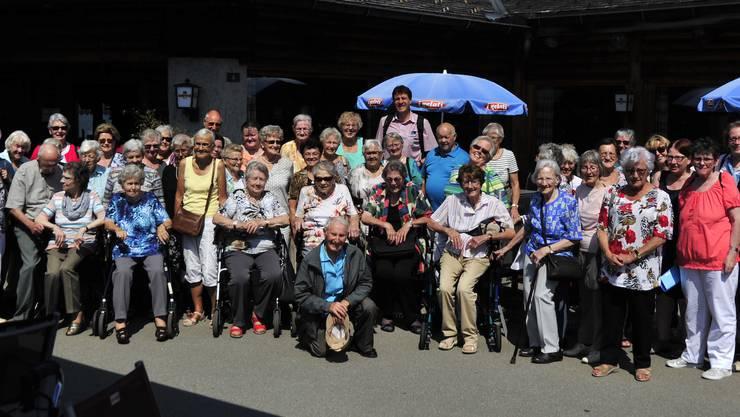 Die reisefreudigen Senioren geniessen einen Prachtstag oberhalb des Thunersees Fotograf: Ueli Steiner