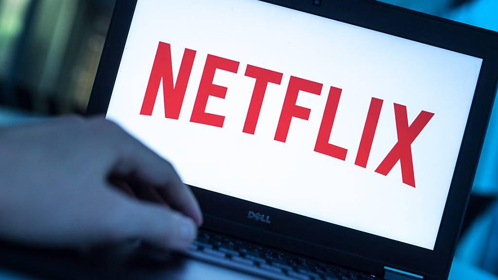Der Streaming-Anbieter Netflix geht stärker gegen die gemeinsame Benutzung von Abonnements in unterschiedlichen Haushalten vor. (Archivbild)