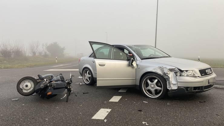 Der Rollerfahrer musste mit schweren Verletzungen ins Spital überführt werden.