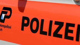 Die 44-jährige Frau, die in Hombrechtikon schwer verletzt in einer Wohnung lag und einen Tag später starb, ist wahrscheinlich Opfer eines Tötungsdelikts geworden.  (Symbolbild)