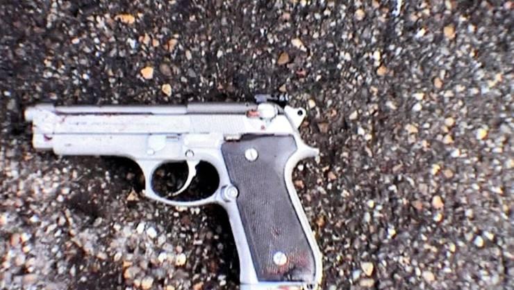 Der Bijouterieräuber von Thun schüchterte seine Opfer mit einer Spielzeugpistole ein, die einer Waffe der Marke Beretta täuschend ähnlich sah.
