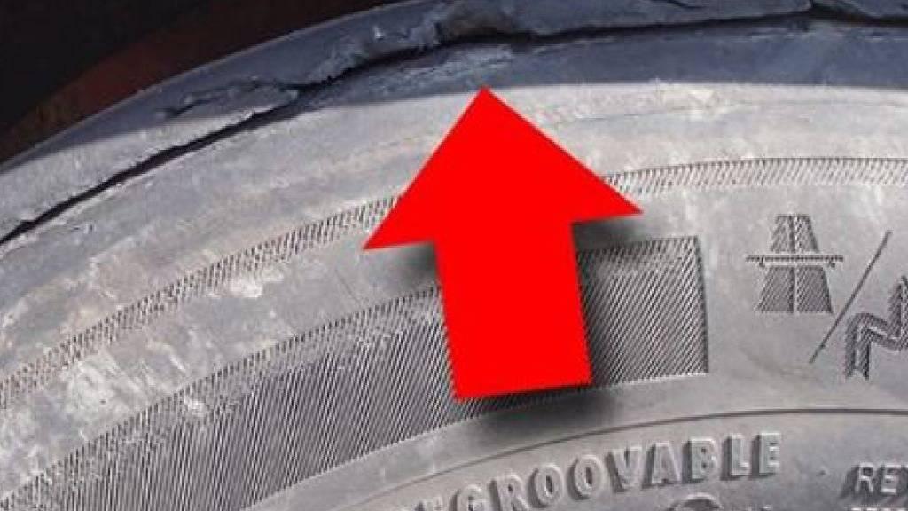Ein Unfall war vorprogrammiert. Der Reifen des auf der A1 gestoppten Sattelschleppers war im Begriff, sich abzulösen.