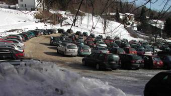 Bei schönem Wetter sind die Parkplätze bei der Talstation der Gondelbahn schnell besetzt.