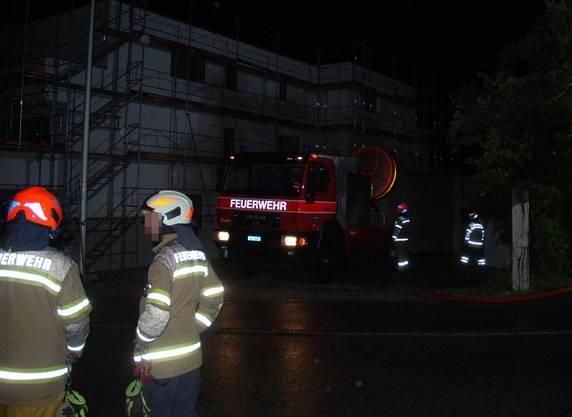 In der Nacht brannte es in der Einstellhalle eines Neubaus. Verletzt wurde niemand. In der Einstellhalle befanden sich zum Zeitpunkt des Brandes keine Fahrzeuge.