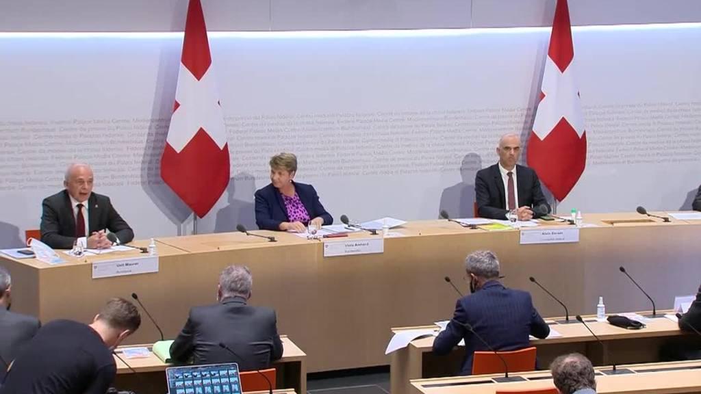 Der Bundesrat will bei den Kantonen den Puls fühlen, bevor er weitere Massnahmen beschliessen könnte.
