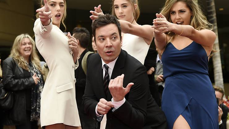 Jimmy Fallon und die drei Töchter von Sylvester Stallone haben am Mittwoch den roten Teppich für die Golden Globes ausgerollt.