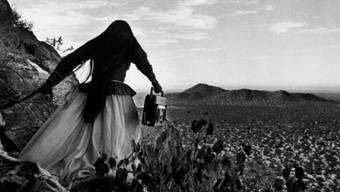 """Die Fotografie """"Mujer ángel, Sonoran Desert, Mexico"""" (1979) ist Teil der Ausstellung """"25 Jahre! Gemeinsam Geschichte(n) schreiben"""" im Fotomuseum Winterthur. Die Ausstellung dauert vom 20. Oktober 2018 bis 10. Februar 2019."""