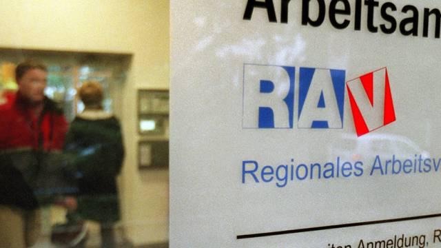 Wer arbeitslos wird, kann neu ohne Wohnsitzbestätigung seiner Gemeinde zum RAV. (Symbolbild).