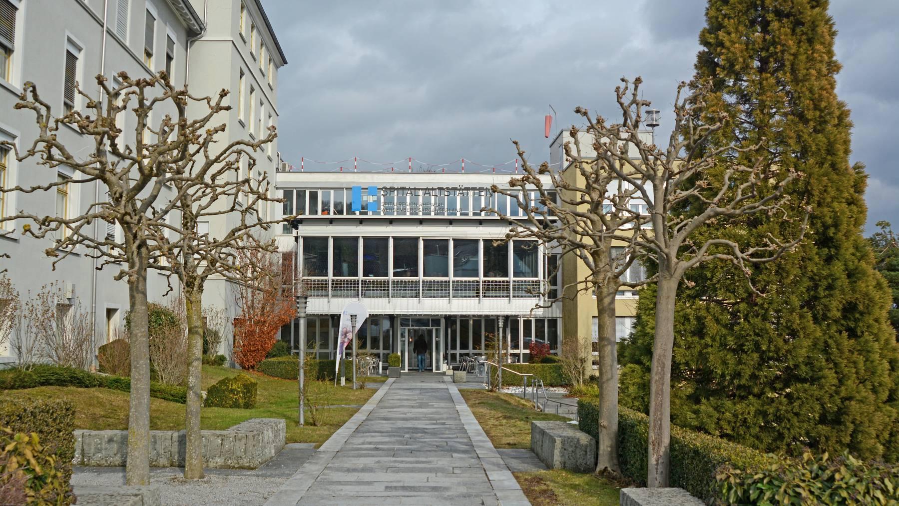 Das Spital Altstätten erhält neu Hotelsafes in den Patientenzimmern.