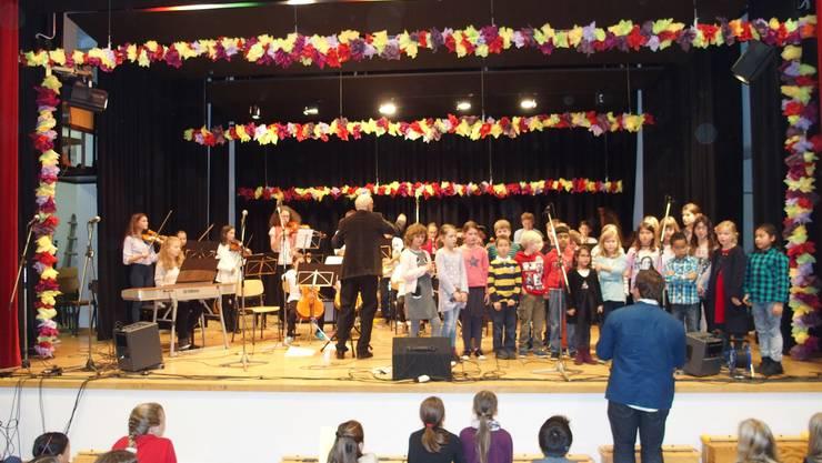 """Eine Uraufführung Das Lied """"Eusi chlini Wält isch Windisch"""" wurde erstmals von einem Orchester begleitet"""