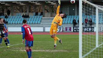 FCB-Goalie Nils De Mol kann einen Ball via Latte abwehren. © eh-presse