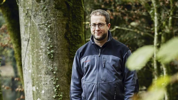 Matthias Ott, Leiter der Forstdienste Lenzia, beim Fünfweiher in Lenzburg.