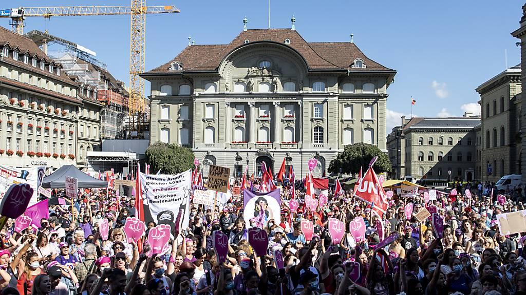 Tausende strömten auf den Bundesplatz.