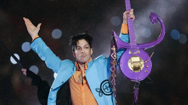 Instrumente, Bühnenkostüme, Kindheitsfotos: Am 18. Mai werden zahlreiche Erinnerungsstücke an den verstorbenen Musiker Prince versteigert. (Archivbild)