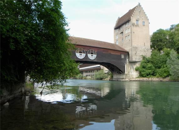Seit 2005 ziert sie das «Fluss-Observatorium» des Künstlers Vincenzo Baviera.