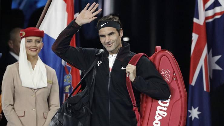Roger Federer betritt den Court in der Rod Laver Arena von Melbourne.