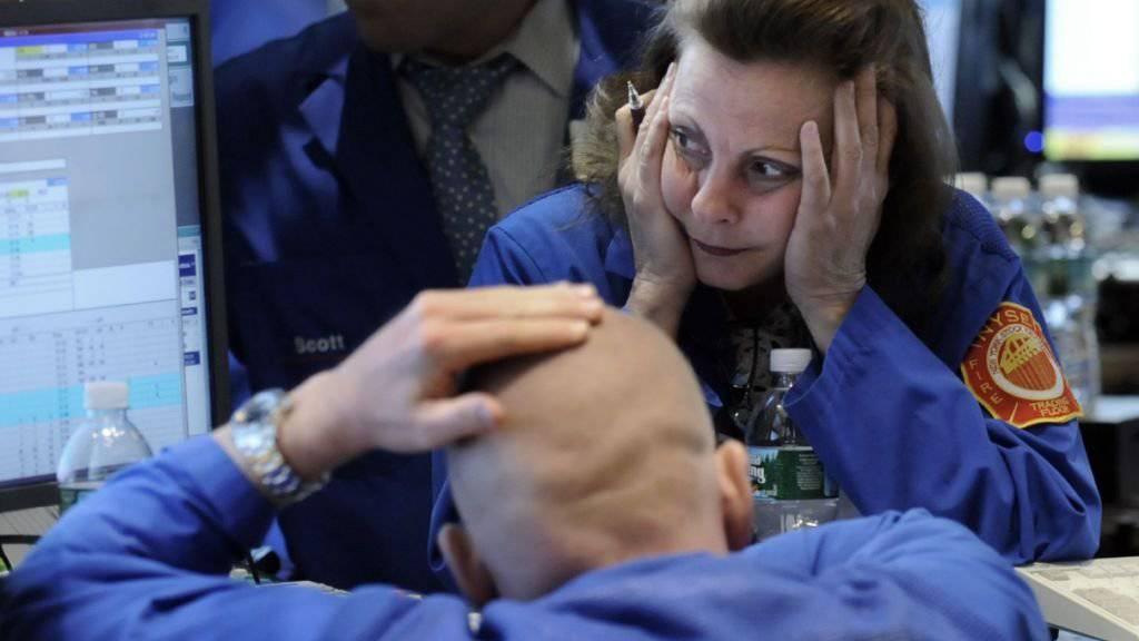 Geht es mit den Kursen in den nächsten Wochen aufwärts?  Zwei Börsenhändler an der New York Stock Exchange (Archivbild).