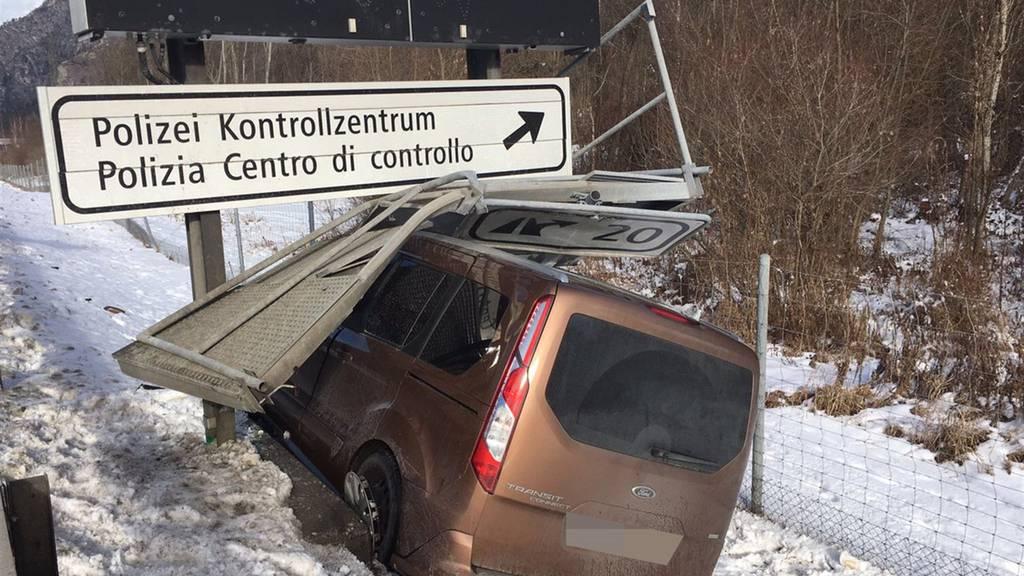 Die A13 war während drei Stunden gesperrt. Der Verkehr wurde umgeleitet.