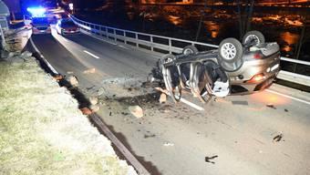 Beim Überschlag des Autos in den frühen Morgenstunden des Samstags im Misox wurden zwei Personen verletzt.