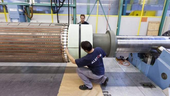 Produktionsstätte von Alstom (seit November General Electric) im aargauischen Birr: Der Job-Abbau trifft hierzulande jeden vierten Mitarbeiter. Foto: Keystone/Gaetan Bally