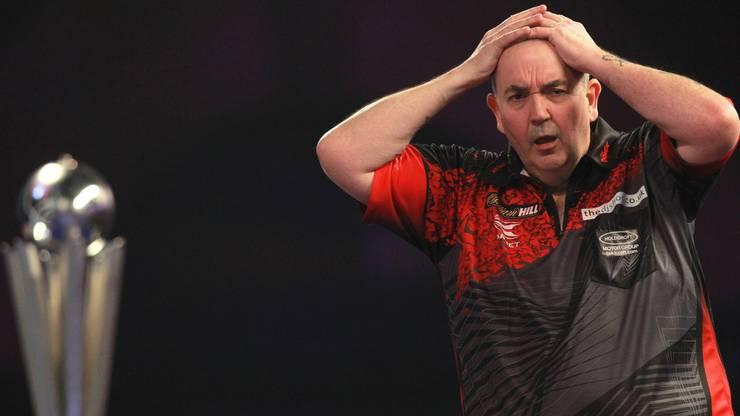 Phil Taylor aus England während dem PDC World Darts Final gegen Rob Cross (England)