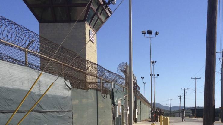 Im Camp 6 des umstrittenen US-Gefangenenlagers Guantanamo leben noch circa 40 Gefangene. US-Präsident Obama will vor dem Ende seiner Amtszeit noch 19 Inhaftierte in andere Länder überstellen.