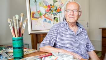 Josef Albisser im eigens zu Ehren von Kunstmaler Werner Holenstein eingerichteten Zimmer im Dorfmuseum Buchs. Sandra Ardizzone