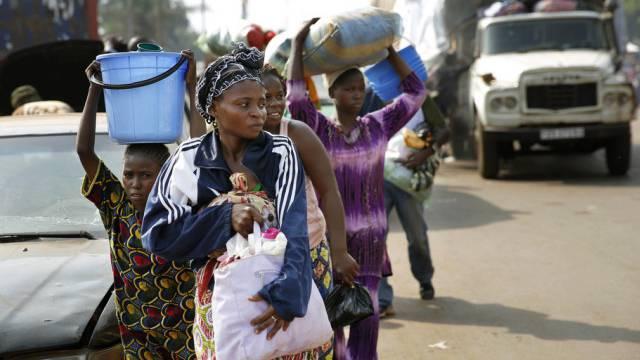 Einwohner flüchten aus der Hauptstadt Bangui (Archiv)
