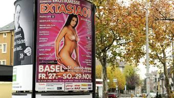 Provokativ: Plakate wie dasjenige der Erotikmesse Extasia sorgen in Basel für rote Köpfe. (Kenneth Nars)