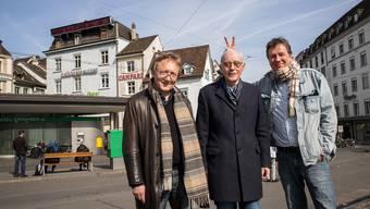 Klaus Neumann-Braun, Christian Heeb und Jörg Kachelmann (v.l.) wollen auch Wetterprognosen auf dem Leuchtband am Barfi (links oben) zeigen.