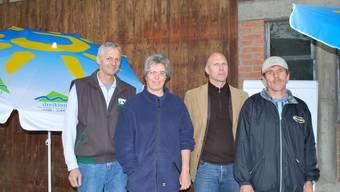 Freuen sich auf den Exkursionstag in Zeiningen: Klaus und Silvia Senn (Gastgeber), Daniel Schaffner (Geschäftsführer Dreiklang), Martin Bürgi (Obstproduzenten Bezirk Rheinfelden). (lbr)