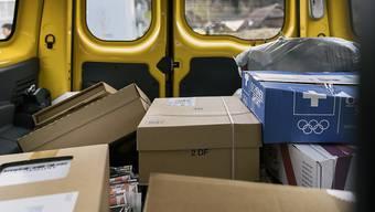 Am Freitagmorgen gelang es einem unbekannten Mann, in Lugano einige Pakete aus einem Post-Lieferwagen zu stehlen. (Symbolbild)